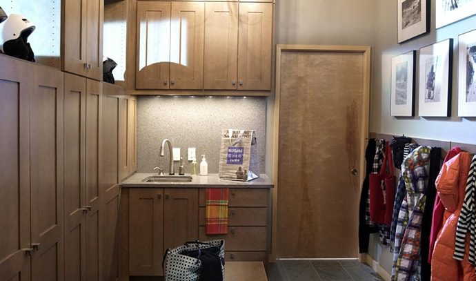 storage-lockers-hooks-for-coats-or-towels-mudroom-design