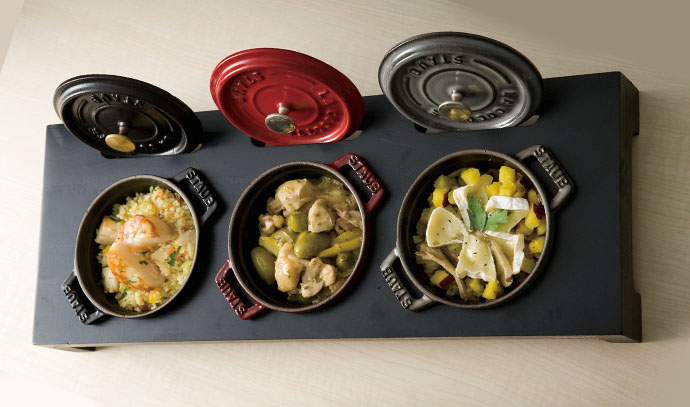 staub-mini-assorted-cocottes-on-pan