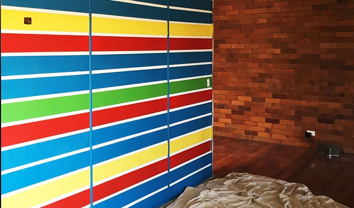 featured-wall-rainbow-colors-stripes-home