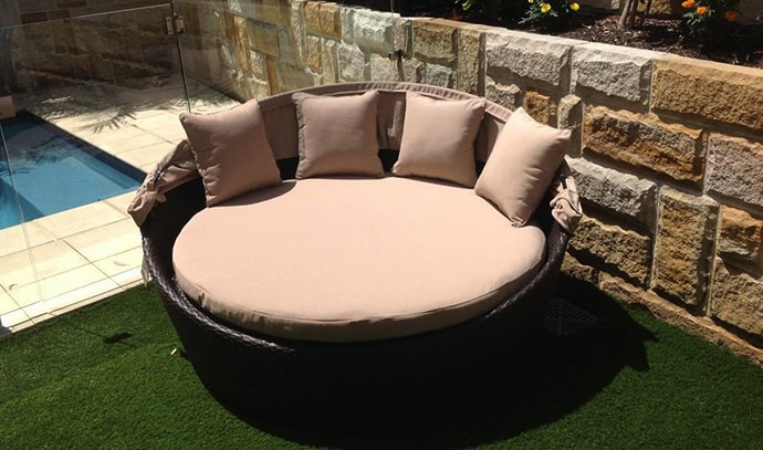 outdoor-elegance-round-coffee-colored-outdoor-daybed