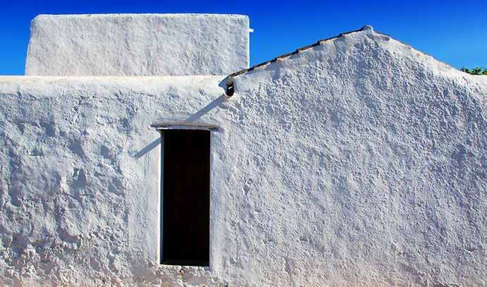 ibiza-santa-agnes-de-corona-ines-whitewashed-houses-facade-balearic-islands