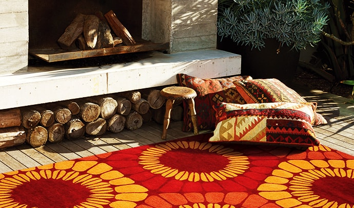 jamie-durie-transterior-red-rug-fireplace-wood