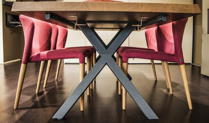 wooden-dining-table-chairs-interior